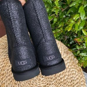 UGG🔴Classic short glitter boots black Sz 4